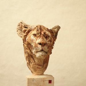 Lioness - wood - 165x47x50cm